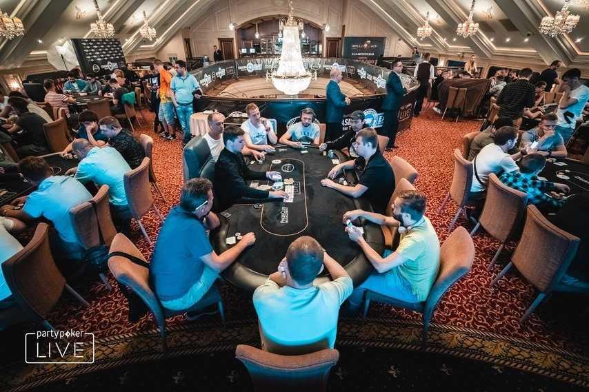 игроки EAPT в казино Опера