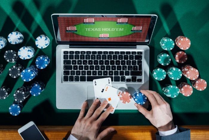 В какой онлайн покер можно играть в россии цены на игровые автоматы для детей