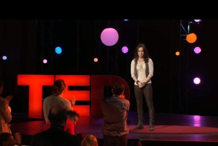 "Лив Боэри на TED Talk: ""Жизнь, как и покер,— игра мастерства и везения"""
